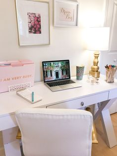 Mar 2020 - Want to update your work space to make it more inspiring? Here are some affordable desk accessories to help you do just that! Office Inspo, Office Ideas, Condo Living, Inside Design, Home Office Decor, Home Decor, Beauty Room, Desk Accessories, New Room