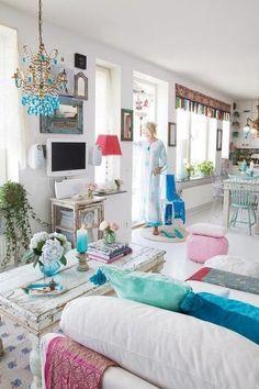 ZsaZsa Bellagio: Aqua Blue Beautiful Deco Turquoise, House Of Turquoise, Turquoise Accents, Bleu Turquoise, Turquoise Room, Aqua Blue, Turquoise Highlights, Turquoise Cottage, Boho Chic Living Room