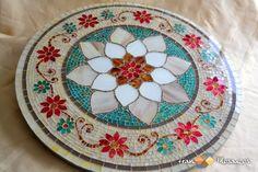 Prato Tampo Giratório em Mosaico modelo Floral. Confecção em vidro pintado. Mesa em Mosaico para decoração. Arte em Mosaico. Artesanato de Vidro.