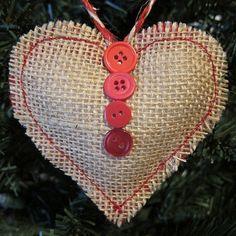 como hacer un corazón de arpillera relleno para regalar en navidad