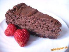 Extra čokoládový tvarohový koláč cheesecake so sušenými slivkami