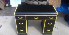 Great idea to refinish an old desk.craiglist here I come Diy Wood Projects, Projects To Try, Batman Bathroom, Diy Home Decor, Room Decor, Batcave, Bedroom Ideas, Bedrooms, Old Things
