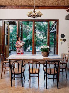 Como no poema de Manuel Bandeira, a mineira Ju Avellar, psicanalista e professora, encontrou seu lugar ideal e, ali, compôs a morada de seus sonhos, feita de telhas, piso, janelas, portas, móveis e objetos reunidos ao longo de cinco anos.