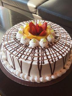 Cake Carib y starg Carib cake by Food Cakes, Cupcake Cakes, Cupcakes, Rodjendanske Torte, Fresh Fruit Cake, Easy Cake Decorating, Just Cakes, Fancy Cakes, Pretty Cakes