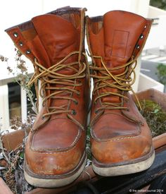 MotArt: The Iconic 877 Red Wing Combat Boots, Men's Boots, Red Wing Boots, Mens Attire, Cool Boots, Wedge Boots, Leather Shoes, Shoe Lacing, Work Wear