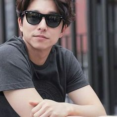 Gong Yoo wearing the classic RayBan Wayfarer Korean Star, Korean Men, Asian Actors, Korean Actors, Korean Celebrities, Celebs, Goblin Korean Drama, Goblin Gong Yoo, Yoo Gong