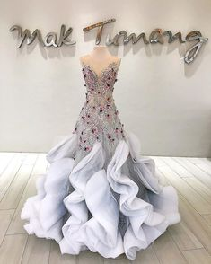 Say I Do in the amazing gowns by Vestido da Carla fantine Sedo vermelho claro Ball Dresses, Bridal Dresses, Ball Gowns, Wedding Gowns, Prom Dresses, Formal Dresses, Couture Dresses, Fashion Dresses, Debut Gowns