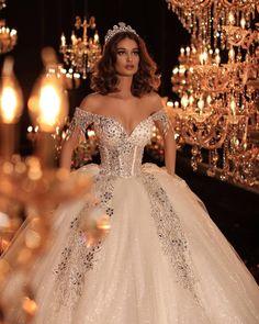 38 Beautiful Sparkly Wedding Dress Ideas For Spring And Summer Princess Wedding Dresses, Dream Wedding Dresses, Bridal Dresses, Wedding Gowns, Queen Wedding Dress, Dresses Dresses, Wedding Bells, Quince Dresses, Quinceanera Dresses