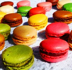 Colourful macarons by Fondant & Chocolate