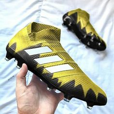 Adidas Football, Football Shoes, Football Helmets, Cool Adidas Shoes, Adidas Boots, Soccer Fans, Soccer Cleats, Adidas Cleats, Soccer Boots