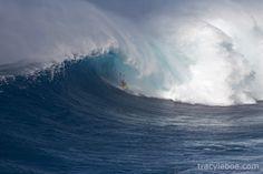Bodyboarder pega tubo em uma onda gigante no Havaí; assista aos vídeos e veja as fotos