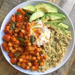 Warming bowl of chickpea chilli with quinoa, coconut yoghurt and avocado for lunch today 😍The chickpea recipe is on of my new book if you want to make it 🤗 Link to the book is in my bio if you want to get it 👀 Chickpea Stew, Chickpea Recipes, Veggie Recipes, Salad Recipes, Healthy Recipes, Veggie Meals, Vegetarian Dinners, Savoury Recipes, Healthy Meals