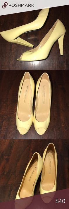 Very light yellow peep toe pumps 👠 MARC JACOBS💎40💎 best fits a 9-9.5💎cream colored base with a very light cream-yellowish color... super cute color, reminds me of the 70s!💎Paton leather, open (peep) toe, chunk heel💎GUC,  has a few small marks on one of the shoes, the other one doesn't. Still look great, and you'll get more bang for your buck here! I would give these a 7/8 out of 10! ♥️offer UPPP👠👠🥓🥓 Marc Jacobs Shoes Heels