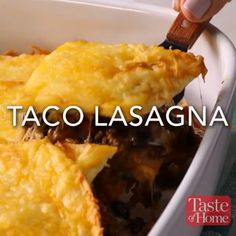 Taco Lasagne Rezept Source by ilterekcen Related posts: One-pot Cheesy Taco Pasta – One of the easiest quick dinner recipes. It's lo… Taco Bell Quesarito Crock Pot Taco Reis Auflauf Beste Lasagne I Love Food, Good Food, Yummy Food, Tasty Videos, Food Videos, Cooking Videos Tasty, Taco Lasagne, Mexican Dishes, Easy Mexican Food Recipes