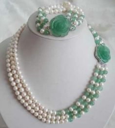 White Akoya Pearl Natural Emerald Necklace Bracelet Set This is a very beautiful item. It looks very charming ,you can send your family or friend as a present. they will be very glad with you. Bead Jewellery, Pearl Jewelry, Bridal Jewelry, Beaded Jewelry, Handmade Jewelry, Jewelry Necklaces, Beaded Bracelets, Diy Jewelry, Pearl Necklaces