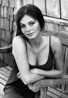 Jacqueline Bisset c. 1960's, vintage beauty never dies...