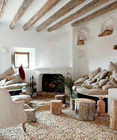 Mosaik Bodenbelag Putz Wand Decke Balken handgehackt