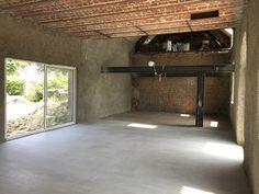 Rénovation du sol, création d'ouvertures et décapage des voûtains Loft, Isolation, Garages, Bathtub, Bathroom, Traditional Interior, Attic Spaces, Openness, Standing Bath