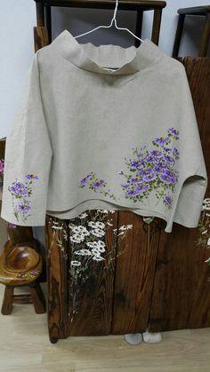 린넨옷에 구절초 : 네이버 블로그 Hand Embroidery Videos, Hand Embroidery Designs, Ribbon Embroidery, Embroidery Patterns, Lace Beadwork, Hand Painted Fabric, Indian Designer Suits, Silk Art, Painted Clothes
