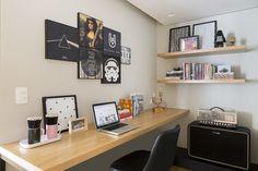 Madeira clara e décor de tons suaves desenham apartamento de 100 m²
