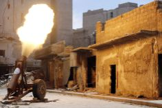 Free Syrian Army fighters fire a self-made rocket towards forces loyal to Syria's President Bashar al-Assad in Bustan al-Basha district in Aleppo May 19, 2014. REUTERS/Hosam Katan