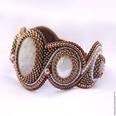 BiserStyle - бисер, бисероплетение, схемы | VK Embroidery Bracelets, Bead Embroidery Jewelry, Beaded Embroidery, Cuff Bracelets, Beaded Bags, Bead Weaving, Collars, Gemstone Rings, Handmade Jewelry