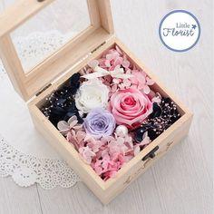 Rose in a box 進口花材保鮮處理 附送絲帶 心意咭 視乎天氣 一般可存放3-5年不變 歡迎訂購…