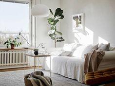 New plants interior scandinavian window ideas Living Room Inspiration, Interior Inspiration, Living Room Decor, Living Spaces, Space Interiors, Swedish House, Up House, Apartment Interior, Scandinavian Interior
