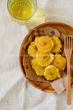 Tostones (plátanos fritos) There are delicius!!! I like to eat it with kétchup or with the salsa of the Pollo Guisado. Yummy