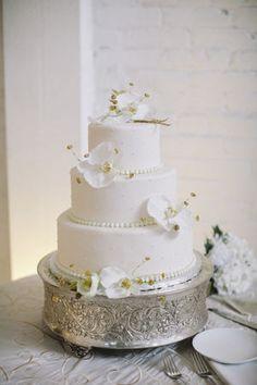 エレガントで落ち着いた雰囲気♡結婚式の白いクラシカルなウェディングケーキまとめ一覧♡