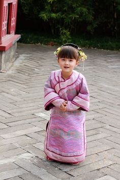 甄嬛傳 - Little girl in ancient Chinese dress