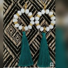 Many gold earrings aren't made from pure gold since it can be rather soft and not really practical for day-to-day wear. Diy Earrings Tutorial, Diy Tassel Earrings, Silk Thread Earrings, Thread Jewellery, Fabric Jewelry, Beaded Earrings, Beaded Jewelry, Gold Earrings, Handmade Jewelry Designs