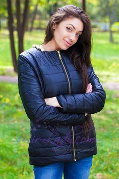 """Легкая женская куртка на молнии """"Жемчуг"""" с карманами и бусинками"""