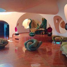 nice Pierre Cardin - Le Palais Bulles, designed by architect Antti Lovag in Decoration Chic, Decoration Inspiration, Decor Ideas, Interior Architecture, Interior And Exterior, Organic Architecture, Retro Interior Design, 1980s Interior, Bubble House