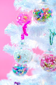 DIY Confetti Holiday Ornaments - The Confetti Bar, de navidad rosa DIY Confetti Holiday Ornaments - The Confetti Bar, Christmas Balls Diy, Pink Christmas Decorations, Christmas Love, Retro Christmas, Christmas Candy, Christmas Holidays, Christmas Mantles, Whimsical Christmas, Victorian Christmas