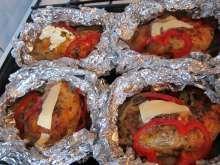 Plnené kuracie stehná v alobale • Recept   svetvomne.sk Muffin, Breakfast, Food, Morning Coffee, Essen, Muffins, Meals, Cupcakes, Yemek