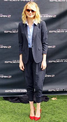 Emma Stone in Band of Outsiders suit and red pumps, Oliver Peoples sunglasses - At 'The Amazing Spider-Man 2' photocall.  (November 2013)