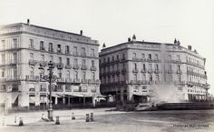 Historias matritenses- Puerta del Sol con los adoquines de granito. Año 1862. Foto: Laurent. (BNE).