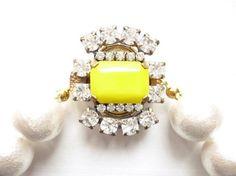 Jasminでよく登場しているヴィンテージチェコラインストーンボタン。Jasminでは、これを留め具にしたネックレスやブレスレットをご紹介しています。今回は1...|ハンドメイド、手作り、手仕事品の通販・販売・購入ならCreema。