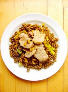 Cestovinový šalát s pórom, kukuricou a kúskami panenky Japchae, Lunch, Beef, Ethnic Recipes, Fit, Ambulance, Bulgur, Meat, Eat Lunch