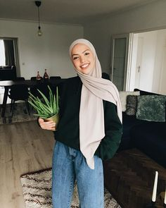 Hijab Fashion 167548048625416427 - Source by heijdenvd Modest Fashion Hijab, Modern Hijab Fashion, Muslim Women Fashion, Street Hijab Fashion, Casual Hijab Outfit, Hijab Fashion Inspiration, Hijab Chic, Modest Outfits, Casual Outfits