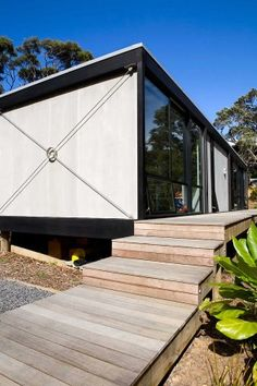 The men of Box Living chat about small floor plans, modular homes and the nascent New Zealand urban-bach movement. Architecture Plan, Residential Architecture, Boxing Live, Small Floor Plans, Box Houses, Modern House Design, Modern Houses, Led, Minimalist Home