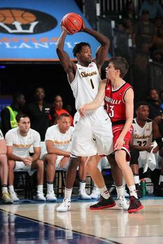 The Shockers suffer their first loss of the season in the semifinals of the Battle 4 Atlantis in Paradise Island, Bahamas. Louisville held WSU to its lowest scoring total.