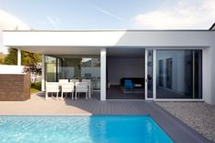 Projekt: Erweiterung eines Wohnhauses Ort: Selfkant Fertigstellung: 2014 Art: Wohnen Bauherr: Privat Wohnfläche: ca. 150 m² Leistungsphasen: 1–9 Aussengest