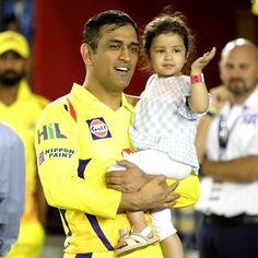 MS Dhoni with his little princess Ziva after the match India Cricket Team, World Cricket, Cricket Sport, Cricket Match, Cricket Wallpapers, Hd Cool Wallpapers, Ms Doni, Ziva Dhoni, Match List