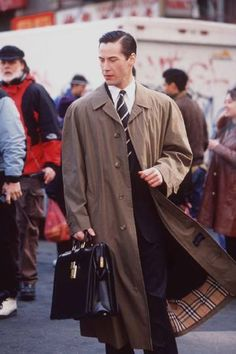 The Devil's Advocate - Keanu Reeves - BTS 1997 The Devil's Advocate, Keanu Reeves, Beautiful Boys, Cinema, Celebs, Hero, John Wick, Evergreen, Coat