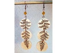 Wood burned dangle earrings,pyrography minimalist wood earrings,slice wood eco jewelry,glass bead wood earrings floral earrings,Boho jewelry