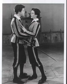 Trader Faulkner and Vivien Leigh as Sebastian and Viola in John Gielgud's 1955 production of Twelfth Night