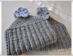 I helga var det lommetøfler som igjen stod for tur. Måtte ha noko fort og enkelt før eg fekk tak i nytt garn til eit anna prosjekt, så . Knitted Hats, Winter Hats, Beanie, Knitting, Diy, Fashion, Slipper, Threading, Creative