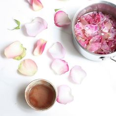 Treat yourself to some #rosewater ... because, Monday! It's full of beauty benefits + aids in stress relief. What more could we want? 🌹 // #mindbodygram by @candicekumai